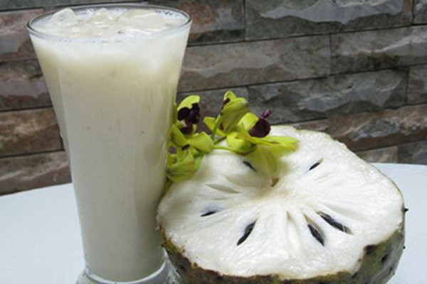 How to make custard smoothie for cool summer days