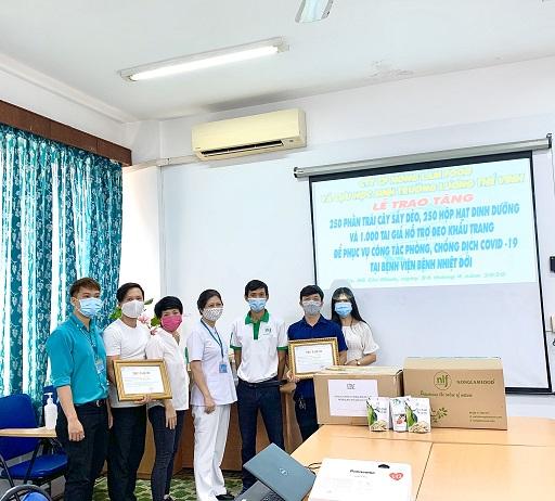 Nông Lâm Food tặng trái cây sấy cho Bệnh viện Nhiệt đới TP HCM chung tay chống Covid-19