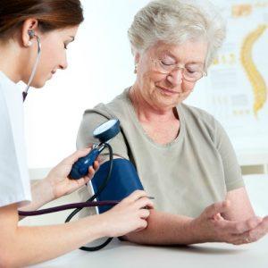 Trà thảo dược hạ huyết áp – món quà quý dành cho người cao tuổi