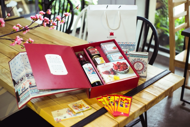 Traditional Tet gift box
